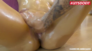 Colombian Amateur is gets squirting orgasm as huge cock fucks her