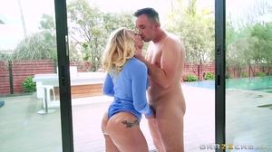 Bootylicious blonde MILF smokes big white meat pole